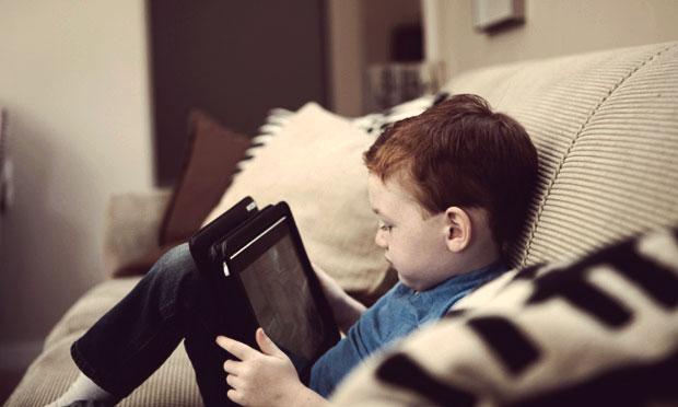 планшет и ребёнок